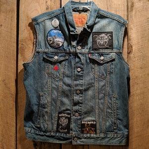 Vintage Levi denim jean Vest Super Cool Patches m
